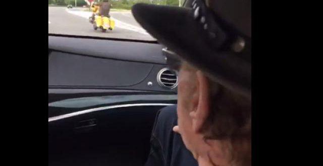 L'incroyable surprise des motards belges à Johnny Hallyday lors de son arrivée en Belgique (vidéos)