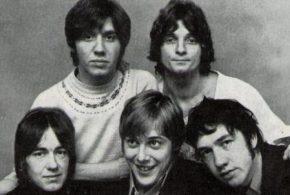 AC/DC en deuil: le mentor du groupe, George Young, frère d'Angus et Malcolm, est décédé!