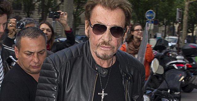 Un crucifix à l'effigie de Johnny Hallyday: le nouveau bijou que tous les fans s'arrachent (photo)